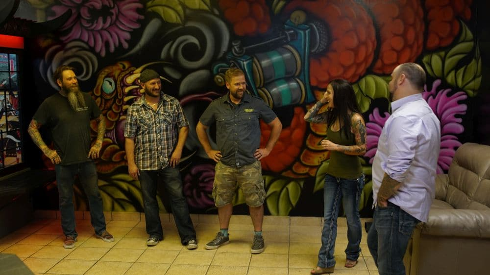 (From left to right) – Tyrone (reptile expert), Chris (Project Manager), Greg (Shop owner), (clients) Amanda and Sean