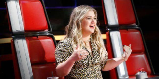 Kelly Clarkson on The Voice set