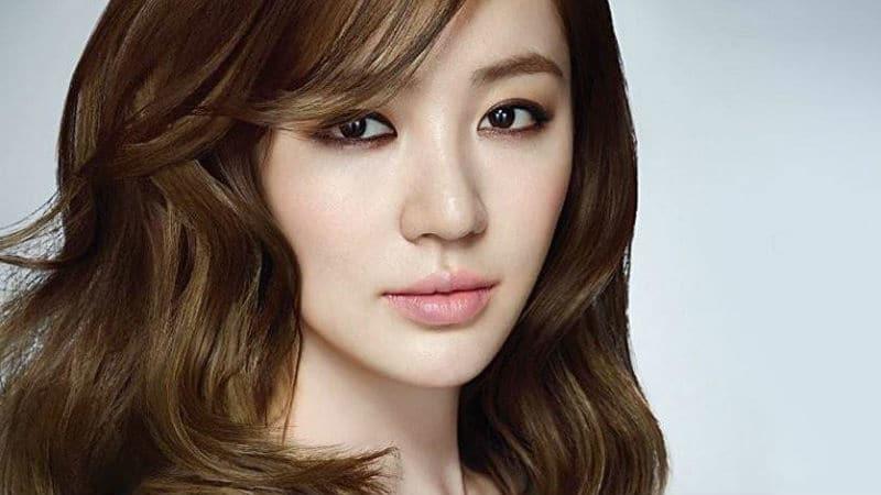 Yoon Eun-hye posing for Hancinema