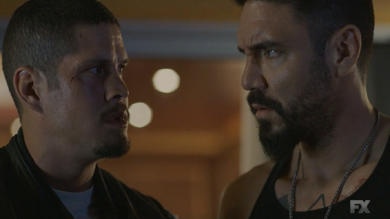 Still Image from Mayans M.C. Serpiente/Chikchan. Lincoln Potter tells the Reyes brothers his condition for their release involves killing DEA Agent Kevin Jimenez. Pic Credit: FX