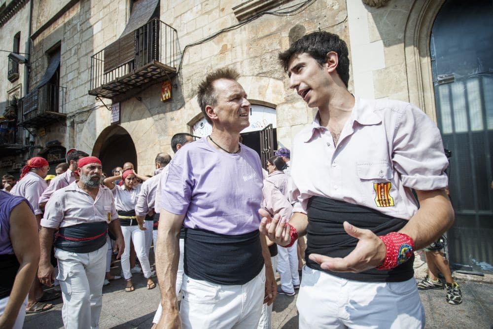 Keoghan talking to Paul in Villafranca del Penedes, Spain - Pic credit: National Geographic- Xavi Torrent