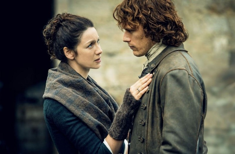 Catriona Balfe and Sam Heughen as Claire and Jamie Fraser in Outlander