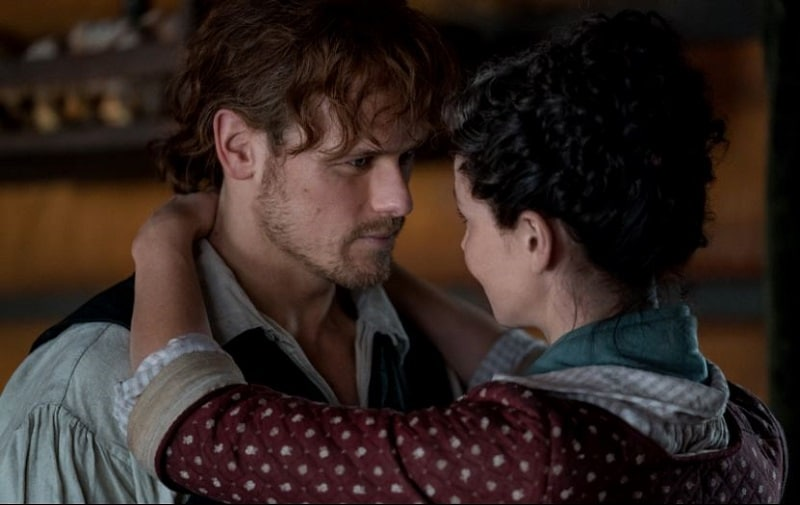 Sam Heugen and Catriona Balfe as Jamie and Claire in Outlander
