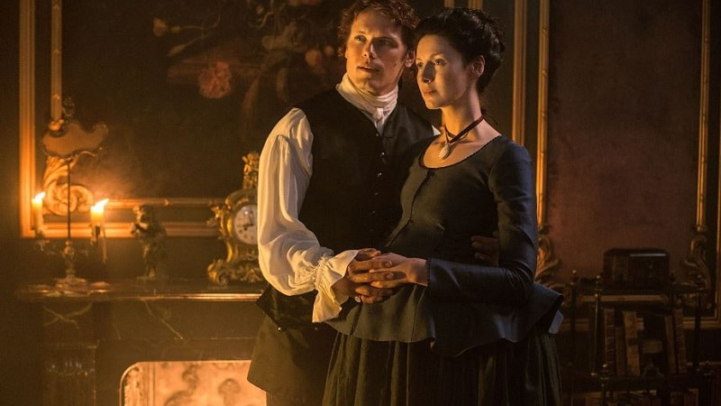Sam Heughen and Catriona Balfe as Jamie and Claire in Outlander