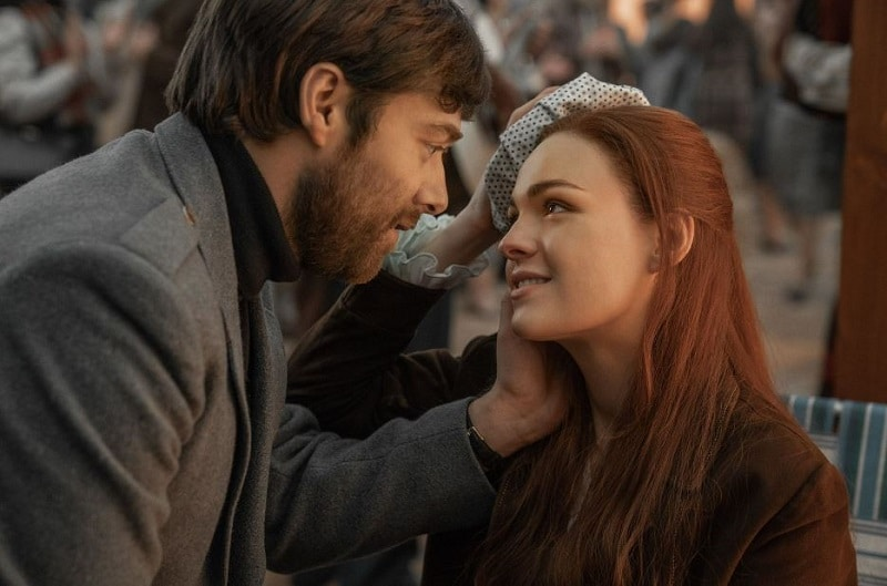 Richard Rankin and Sophie Skelton as Roger and Briana on Outlander