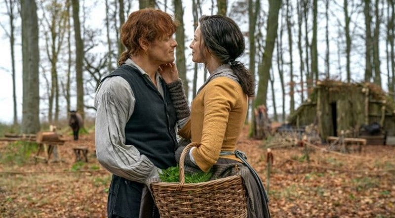 Jamie and Claire embrace outside of their North Carolina home on Outlander