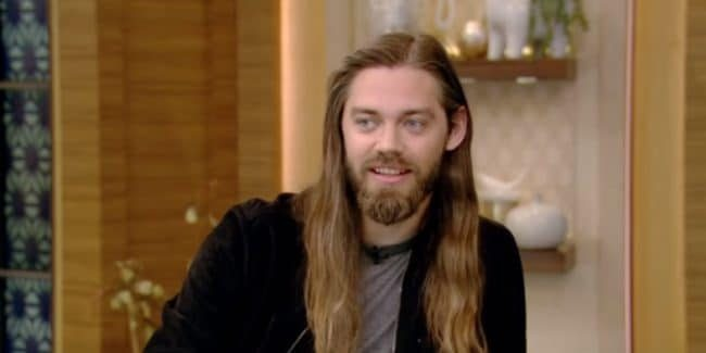 Actor Tom Payne as Jesus on The Walking Dead cast.