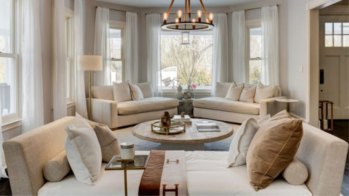 Bethenny Frankel's living room