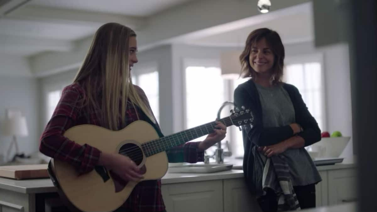 Stephanie Szostak and Lizzy Greene as Delilah and Sophie Dixon on A Million Little Things