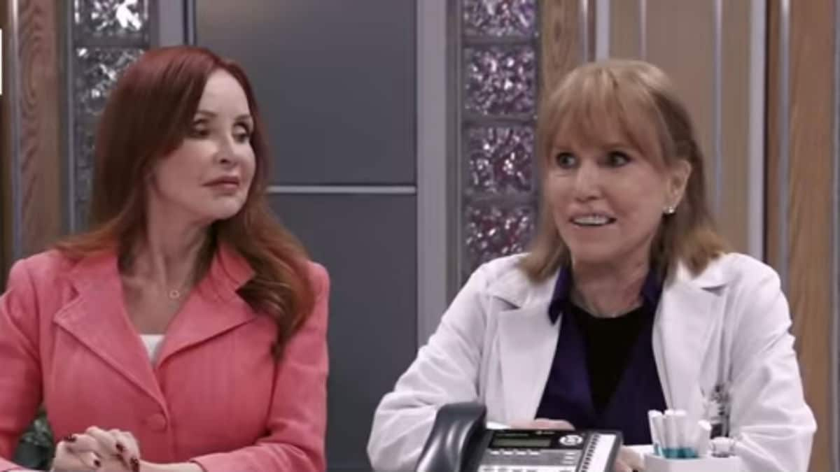 Jacklyn Zeman and Leslie Charleson as Bobbie and Monica on General Hospital