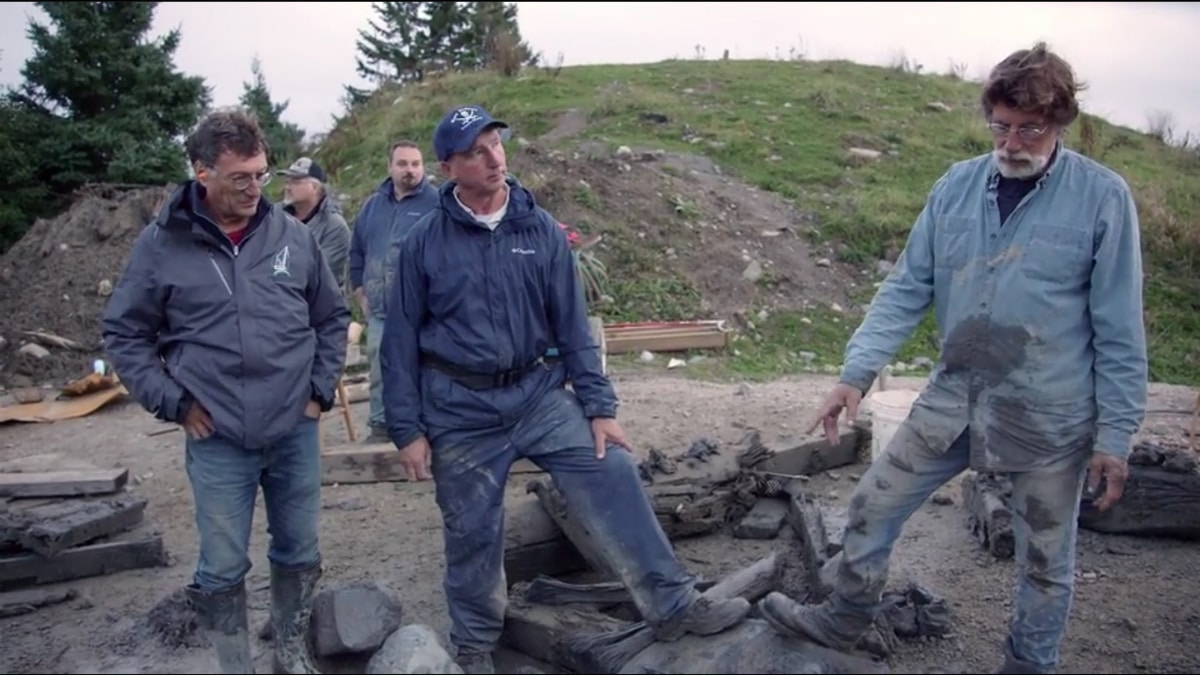 The team finds large pieces of oak buried underground on Curse of Oak Island