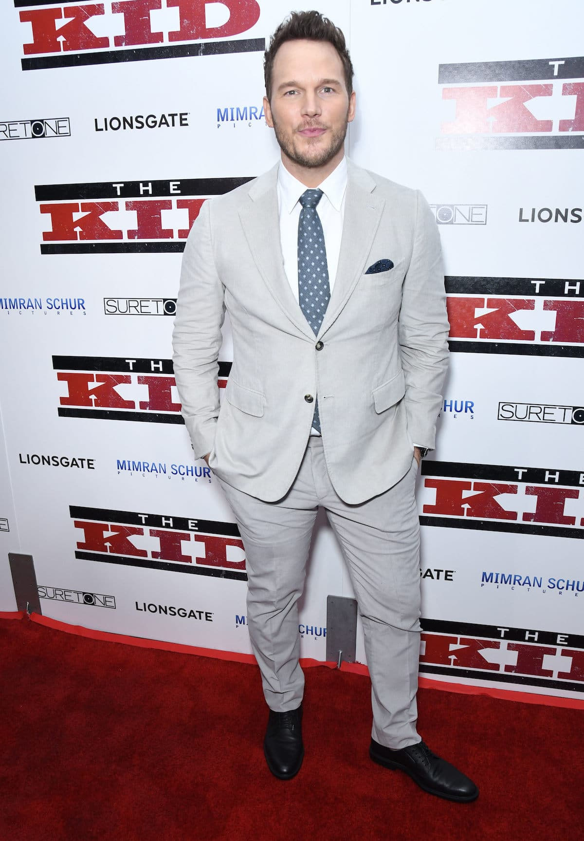 Full-length picture of Chris Pratt in his suit