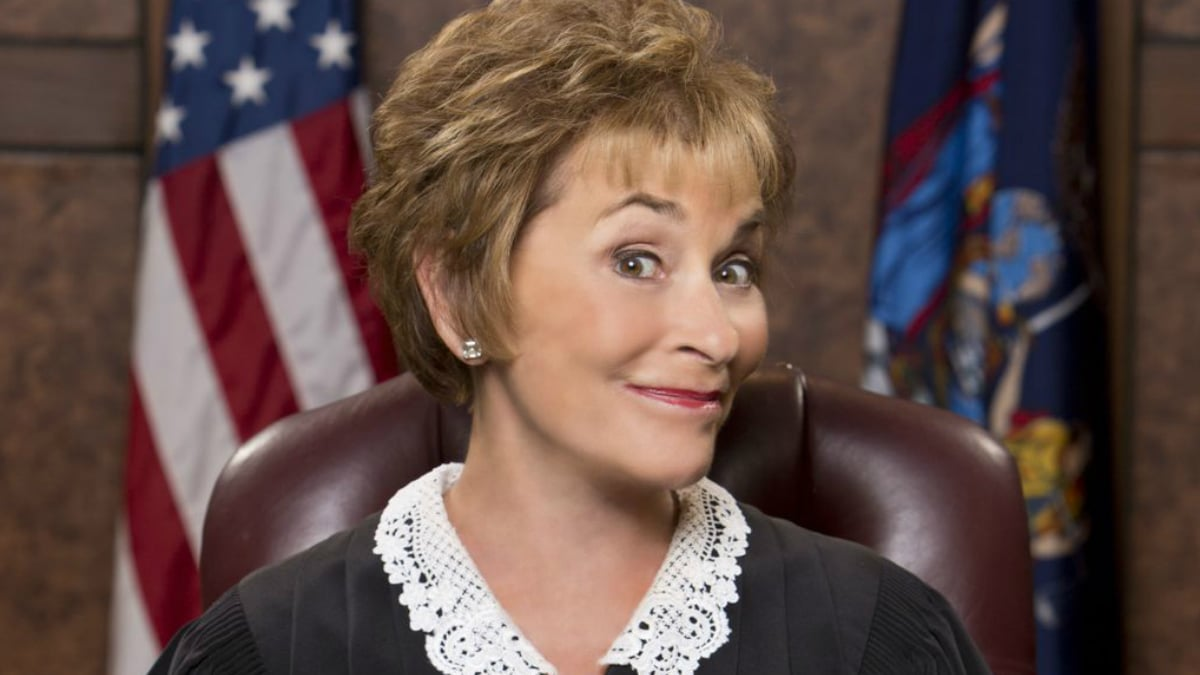 Judge Judy S New Look Features A Ponytail See The Reactions