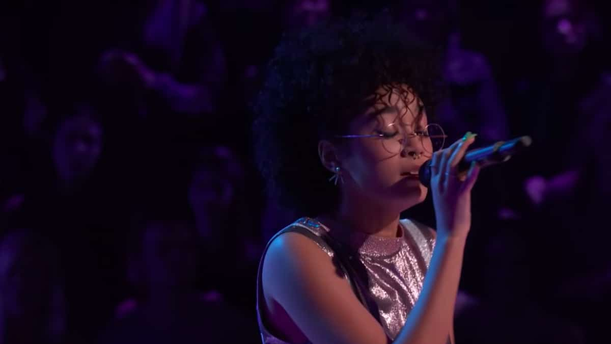 Mari performs I Like Me Better with Anthony Oritz on The Voice