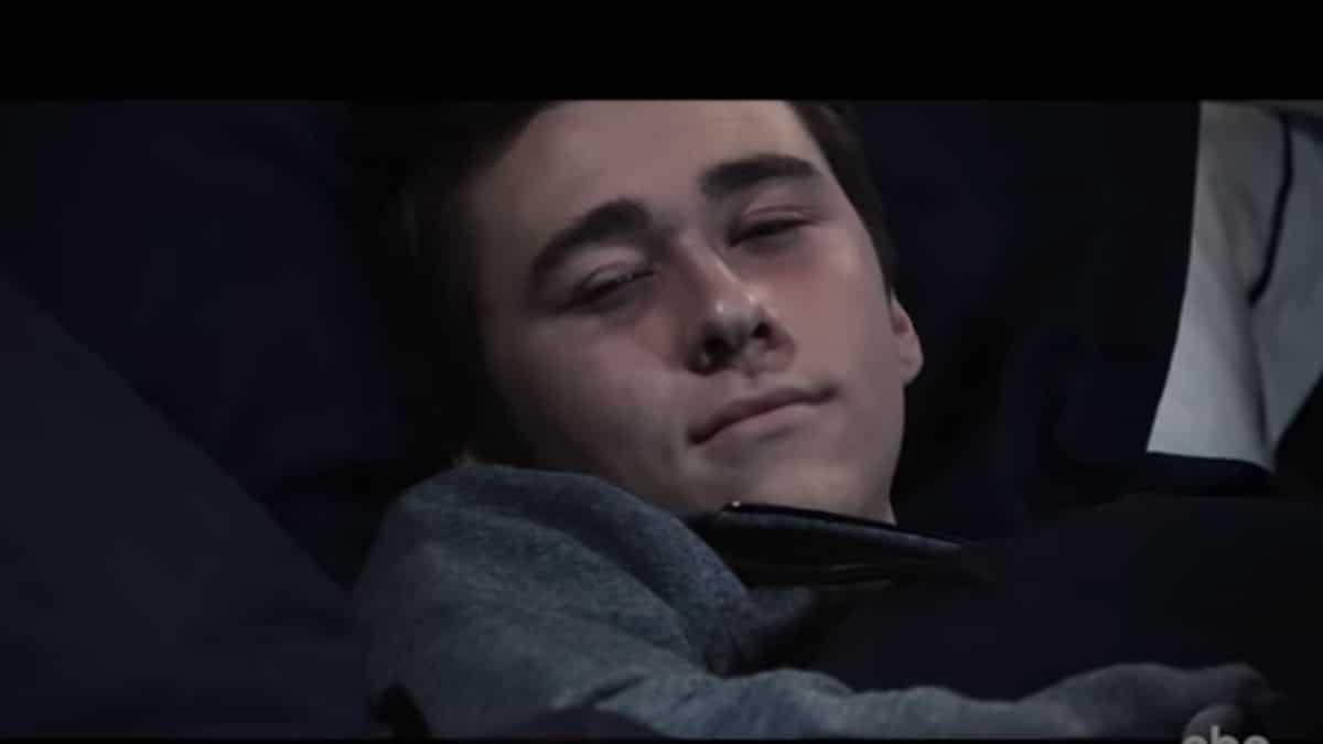 Garren Stitt as Oscar on General Hospital.