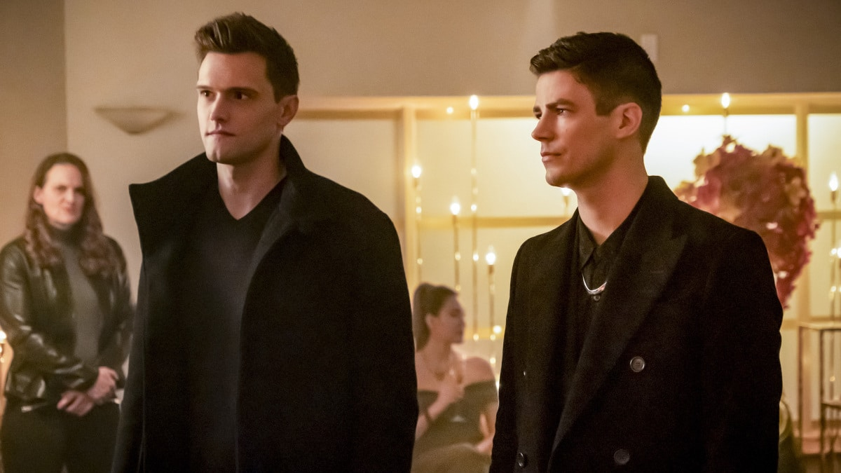 Hartley Sawyer as Ralph Dibny and Grant Gustin as Barry Allen on The Flash.