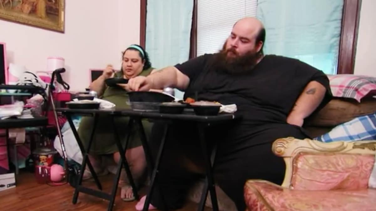 Vianey and Allen eating together on My 600-lb Life