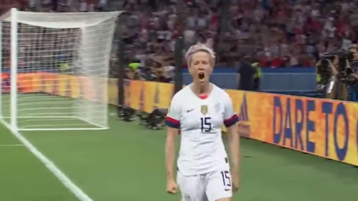 uswnt star megan rapinoe celebrates a fifa world cup goal