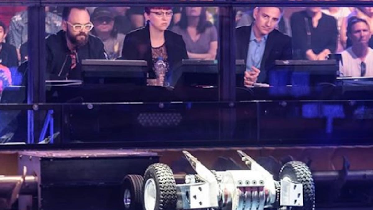battlebots season 9 judges watch the competition