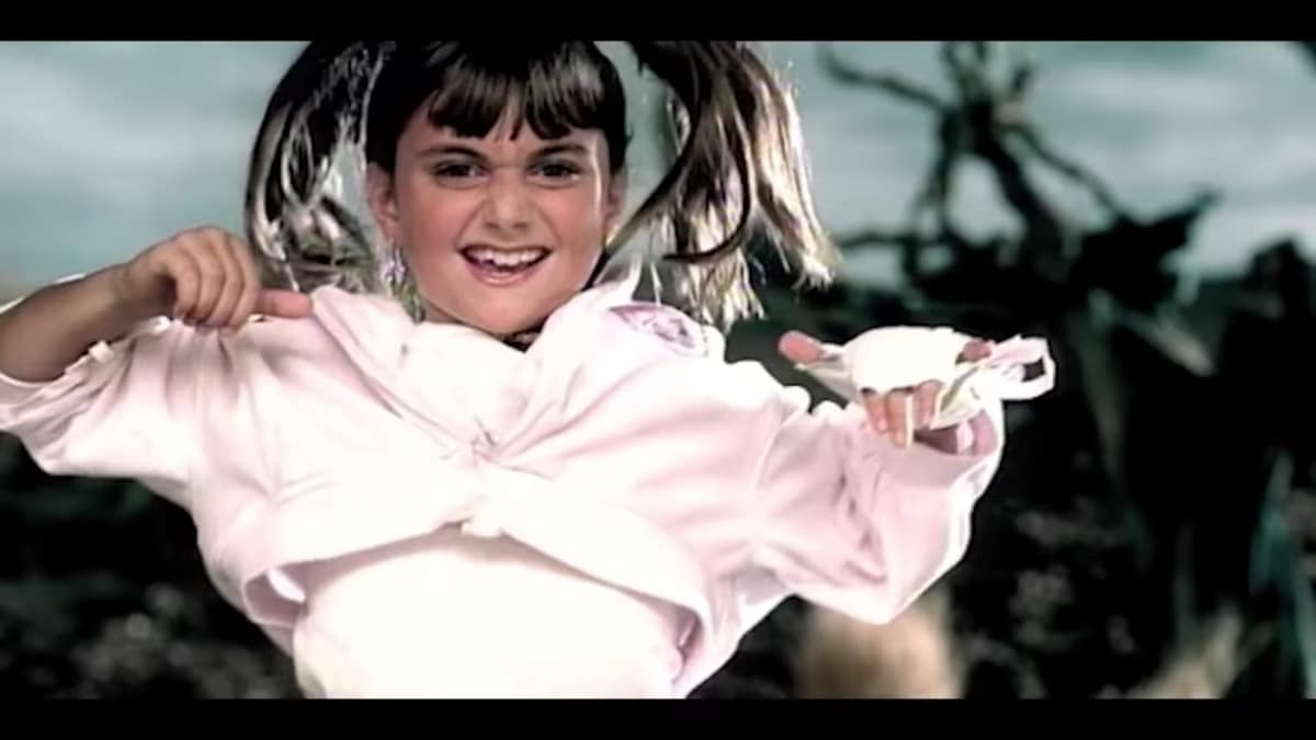 Alyson Stoner in Missy Elliott's Work It music video