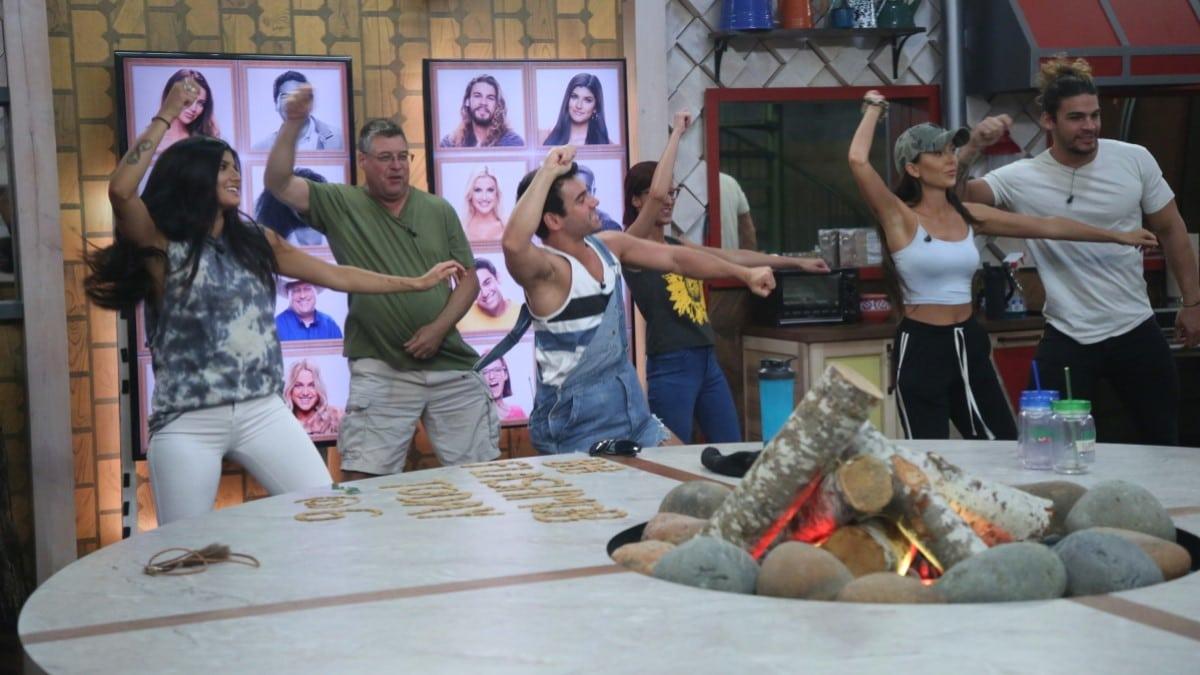 BB21 Cast Dance