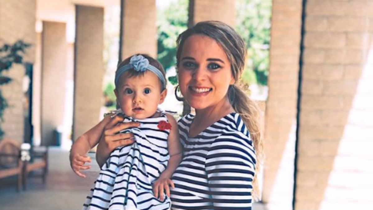 Jinger Duggar twinning with Felicity.