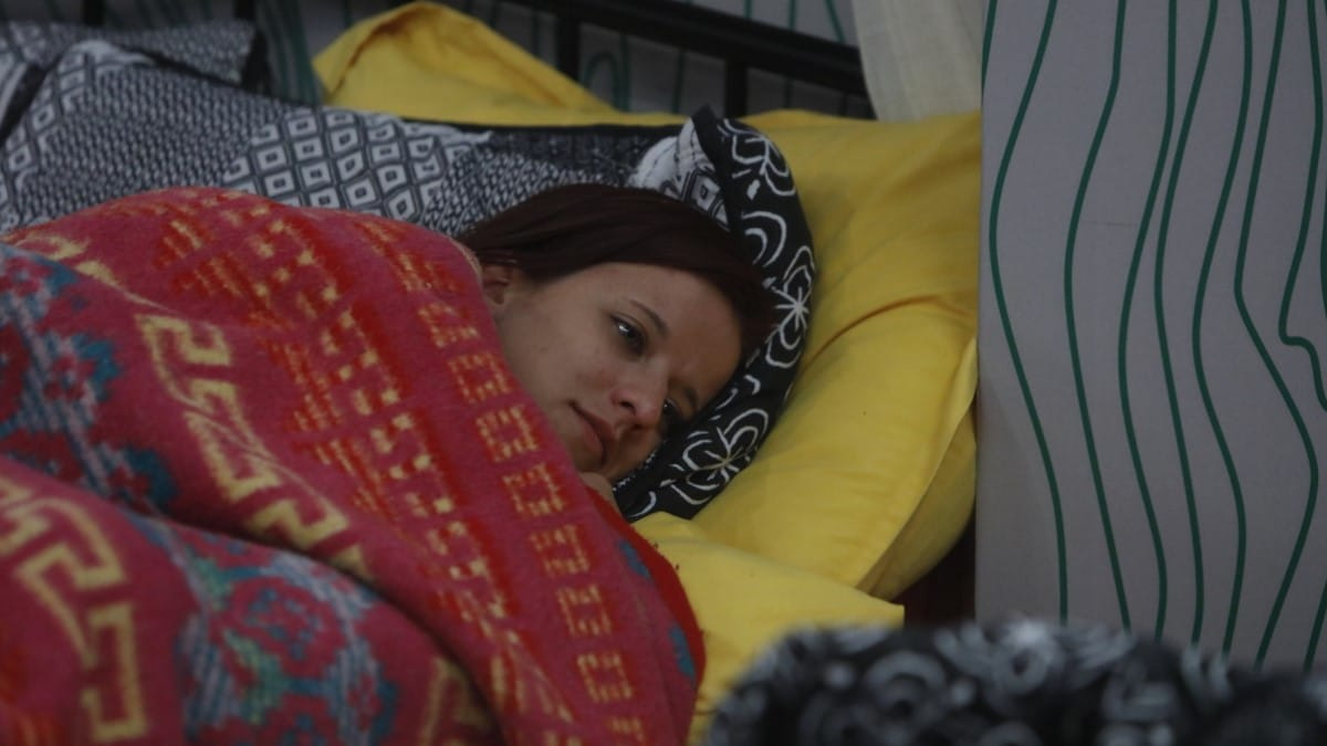 Nicole Relaxes On BB21