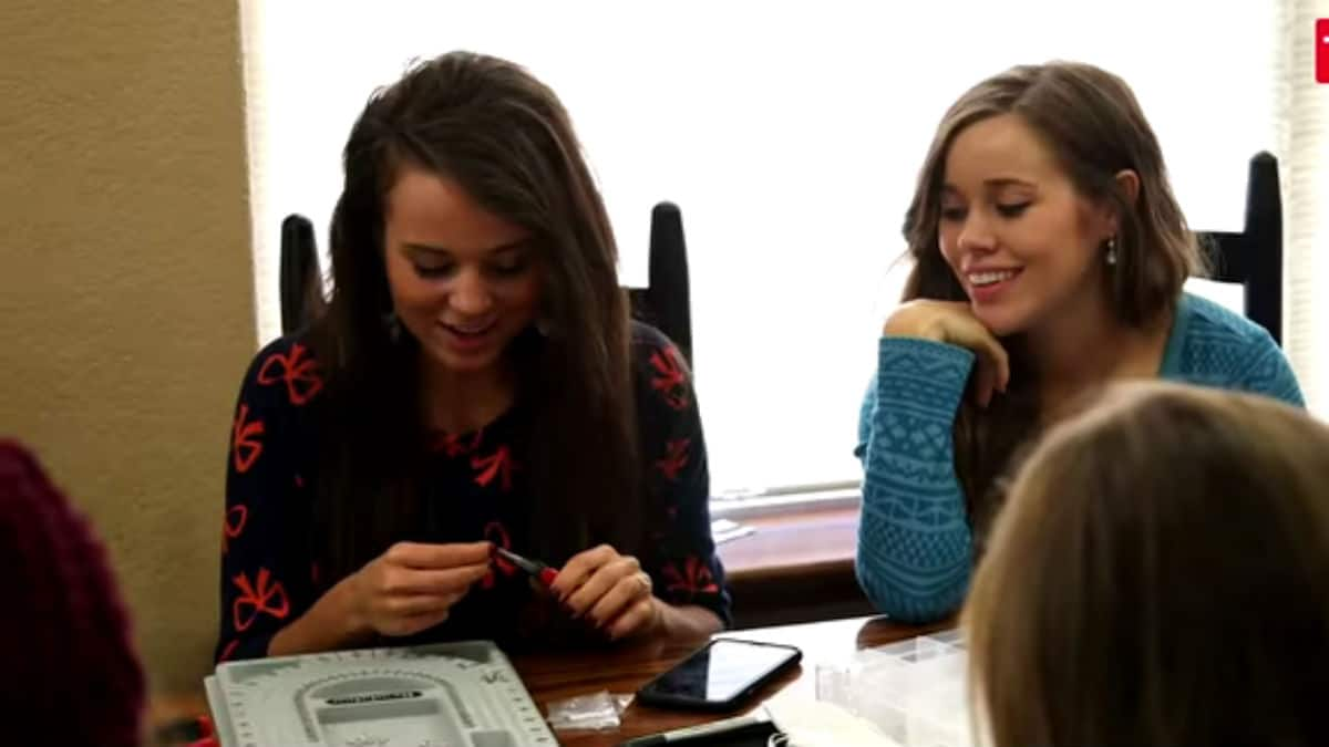 Jinger and Jessa Duggar during an episode of Counting On.