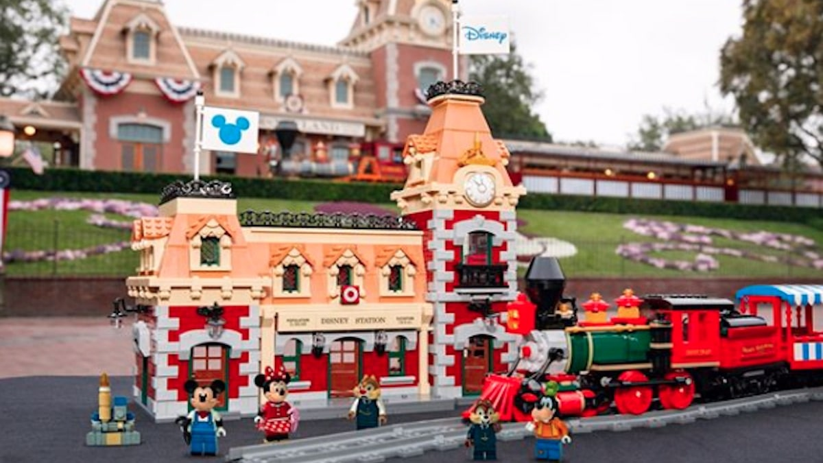 Lego 71044 Disney train coming in September 2019 with mobile