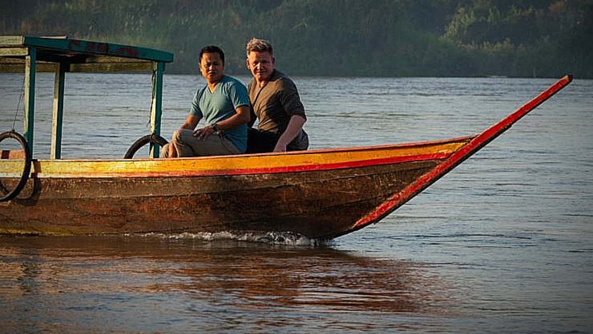Chef Joy Ngeuamboupha (L) and Gordon Ramsay (R) on the Mekong River Pic credit: National Geographic Channel/Jock Montgomery