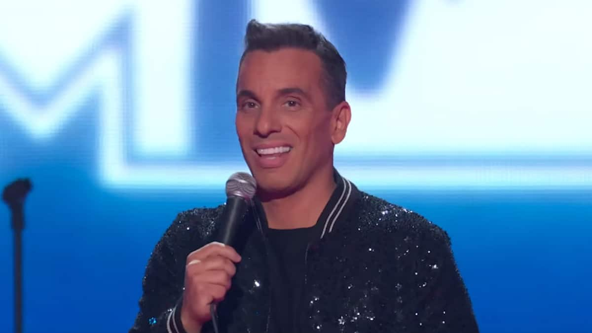 sebastian maniscalco hosts the mtv vmas 2019 show