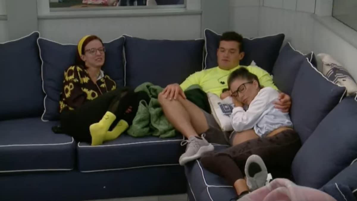 BB21 Cast Relaxing