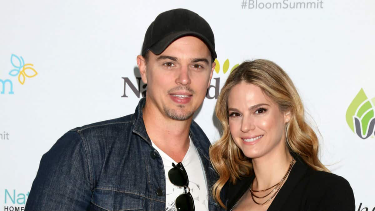Kelly Kruger and Darin Brooks at an event.