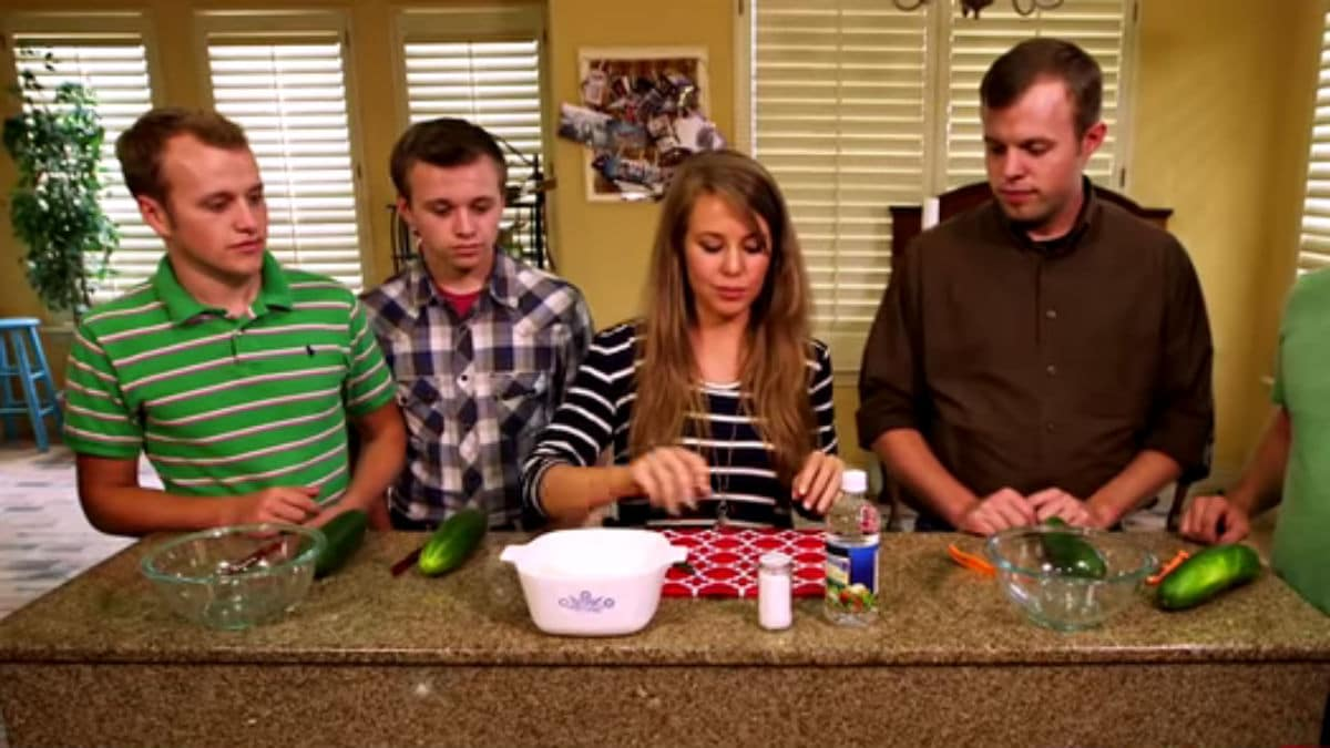 Some of the Duggar siblings cooking on Counting On.