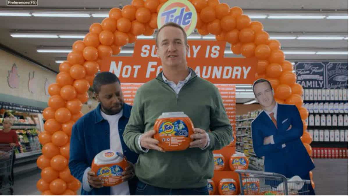 Peyton Manning, Nick Offerman, and Kenan Thompson team up in new Tide commerical.