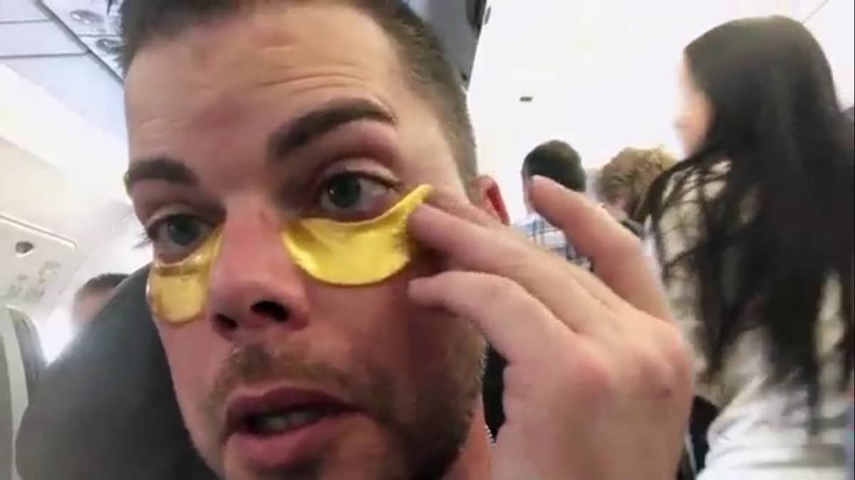Tim Malcolm wearing gold undereye pads on his eyes on 90 Day Fiance: Before the 90 Days