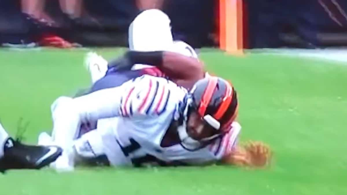 chicago bears quarterback mitch trubisky lands badly after vikings player tackles him