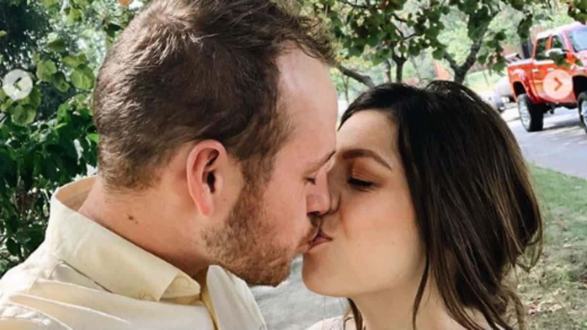 Lauren Swanson and Josiah Duggar kissing,