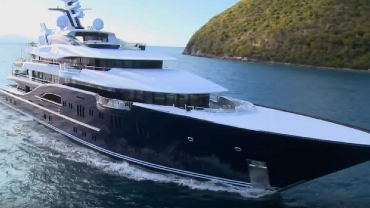The superyacht Solandge