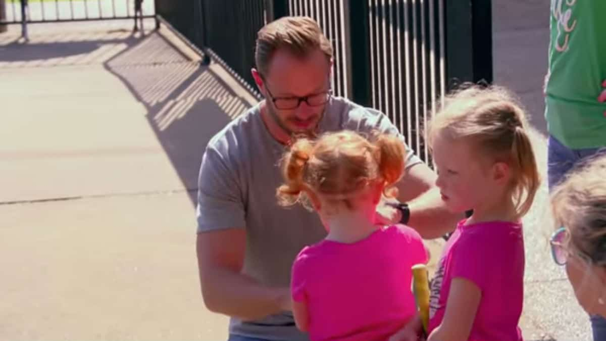 Adam and his daughters on OutDaughtered.