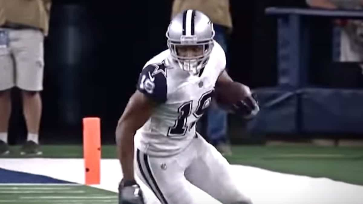 dallas cowboys wide receiver amari cooper in nfl game