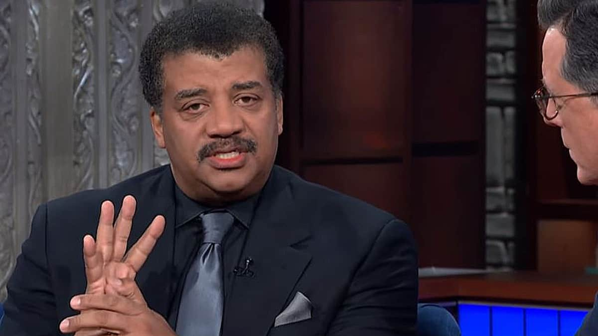 Last night Neil degrasse Tyson talked his accusations and the year afterwards, his new book and Pluto with Colbert. Pic credit: CBS