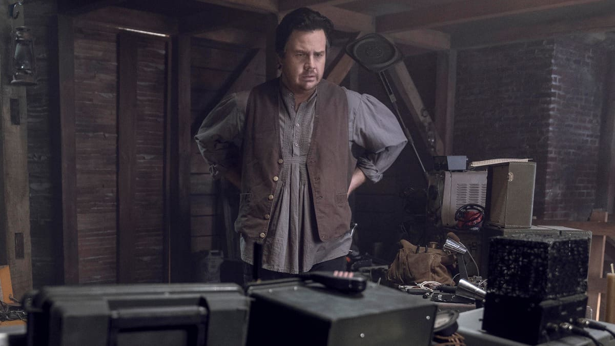 Who is Eugene talking to on his radio? Is The Walking Dead coming to an end?