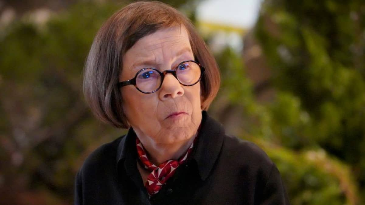 Linda Hunt As Hetty
