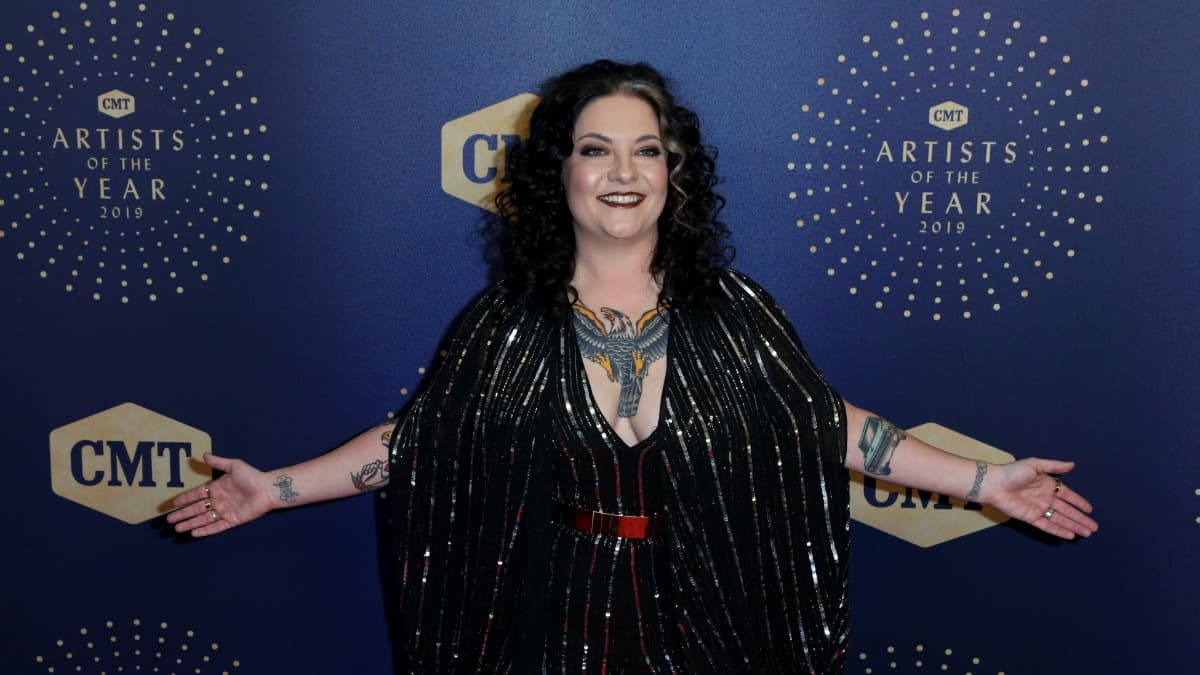 Who is Ashley McBryde, the CMA New Artist of the Year winner?