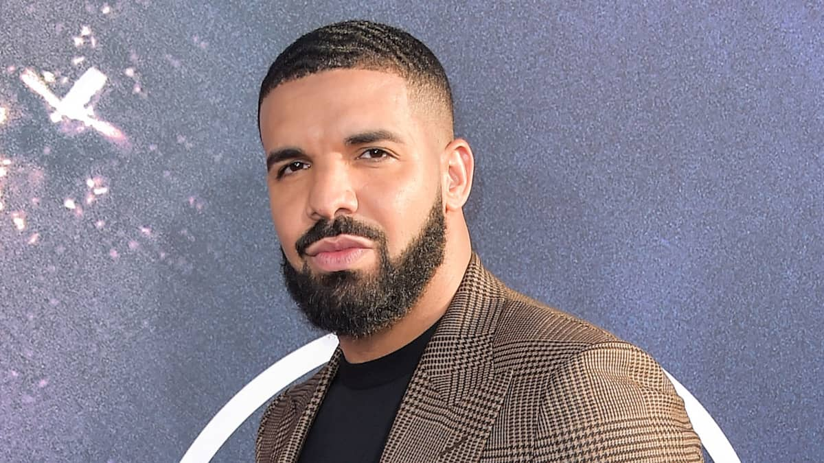 drake booed off stage for dodgers stadium appearance