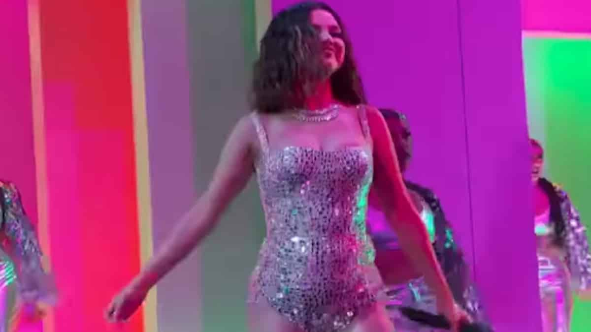 selena gomez performs at 2019 american music awards