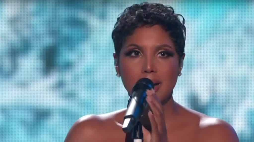Toni Braxton performing Un-Break My Heart at the 2019 AMA Awards