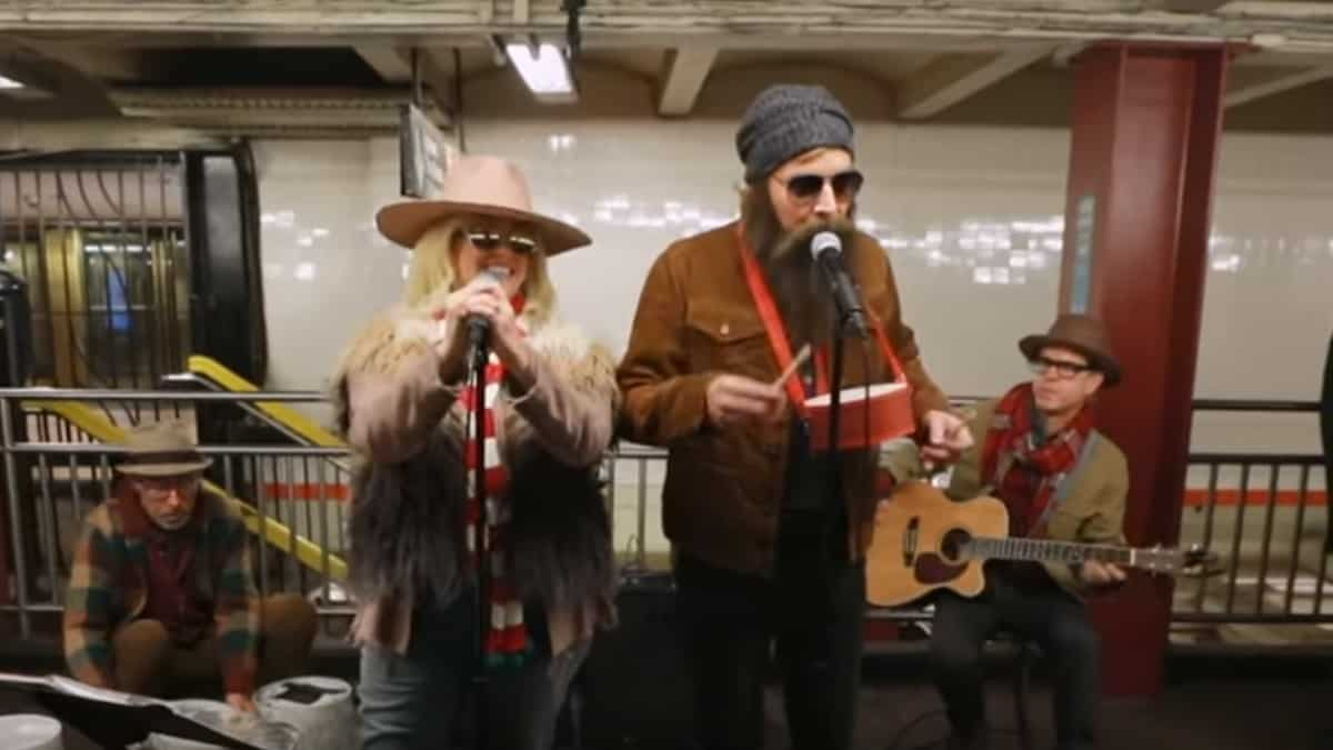 Alanis Morissette and Jimmy Fallon busking in disguise