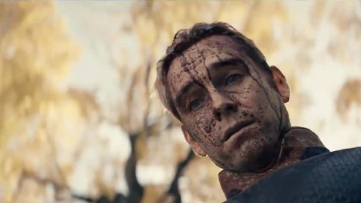 Anthony Starr as Homelander with his face covered in blood